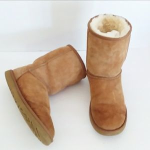 UGG Classic Chestnut Brown Short Boots Size 7